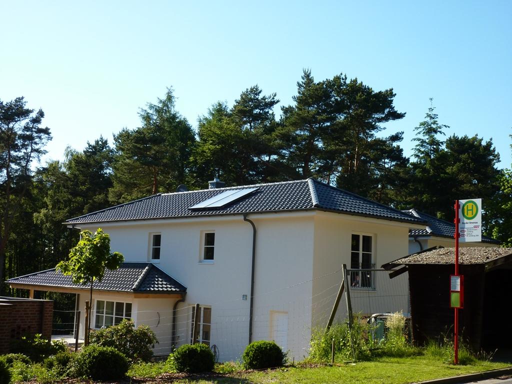 Haus dach gmbh for Modernes haus mit rotem dach